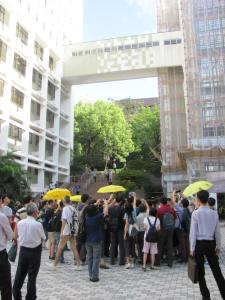 Conflict arising between Umbrella Movement supporters, in support of an HKU Student Union and Faculty led protest, and arriving pro-government supporters