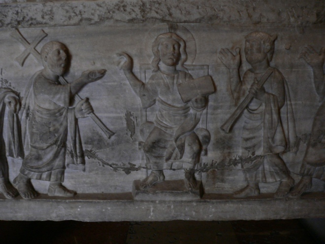 12-ferrara_duomo-early-christian-sarcophagus-with-the-traditio-legis