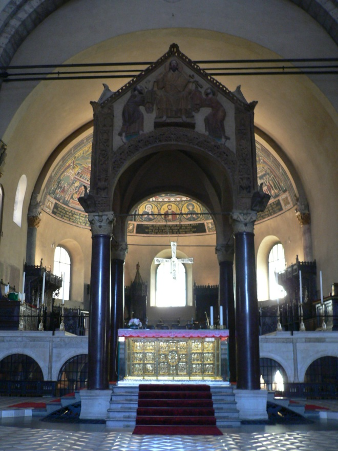 19-milan_sant-ambrogio-interior-with-a-cibirium-and-altar-by-the-goldsmith-vuolvinus-9th-century